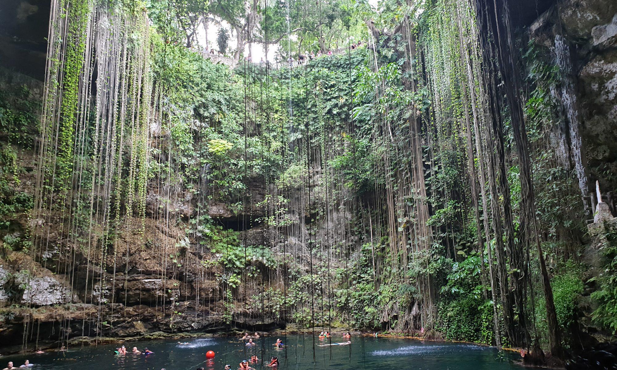 Die Berühmte Maya Cenote Ik Kil in der Nähe von Chichen Itza